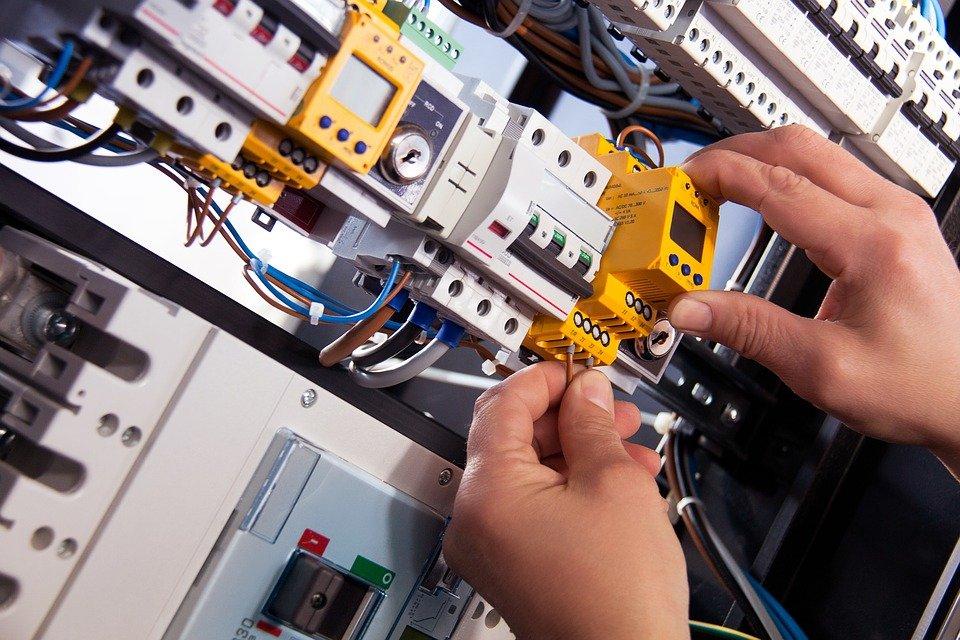 Quel est l'intérêt d'une maintenance haute tension?